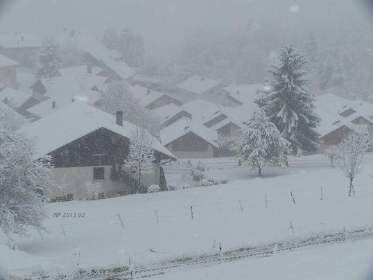 Notre Chambre d'hôtes B&B  se situe à Marthod, vilage de moyenne montagne. La neige y tombe dru, malgré le réchauffement climatique.