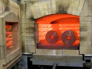 Варианты расположения оборудования для термической обработки изделий в потоке механического цеха