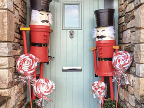 Style So Simples - Top Fabulously Festive Homes on Instagram