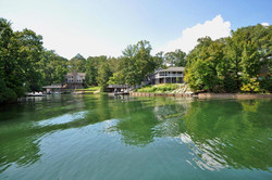 House_lake_view_far