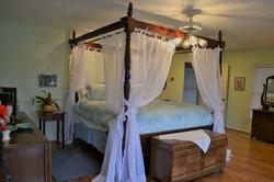 Lake_bedroom_bed