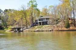 House_lake_view