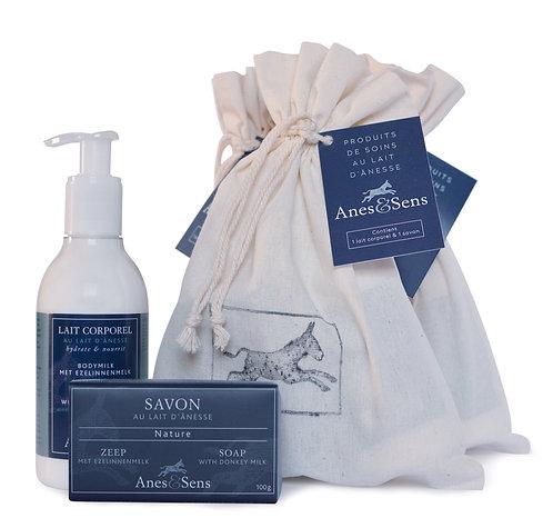 Sachet cadeau composé d'un savon et d'un lait pour le corps