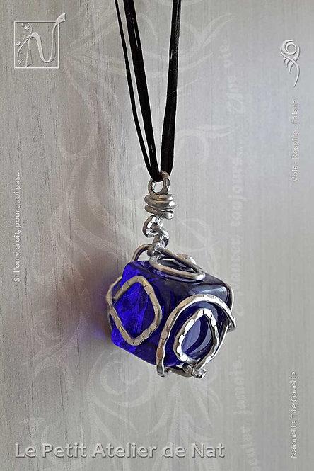Collier « Joyau de verre »  Bleu profond