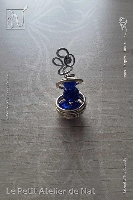 Pendentif « Bonhomme de billes bleues »