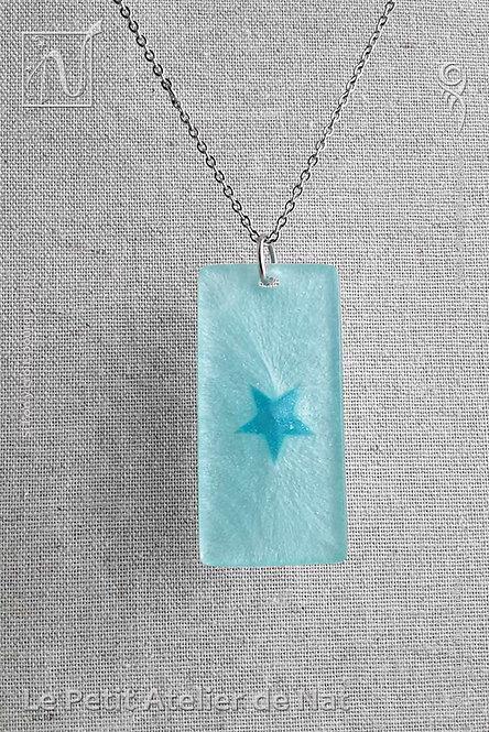 Collier« Lueur stellaire » - Bleu Ciel n°1, phosphorescent (Vue de face - Zoom)