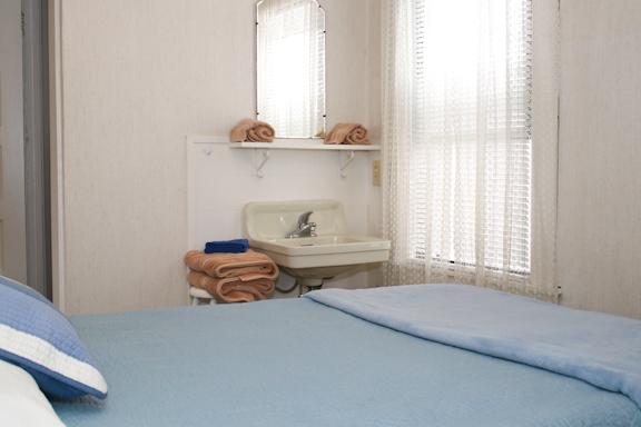 F bedroom sink