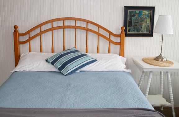 F main room bed