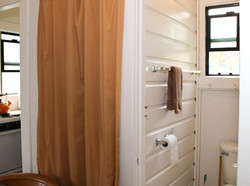 D bathroom and closet detail