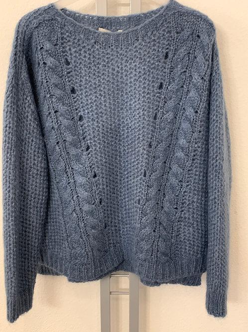 Wolliger Pullover mit Zopfmuster