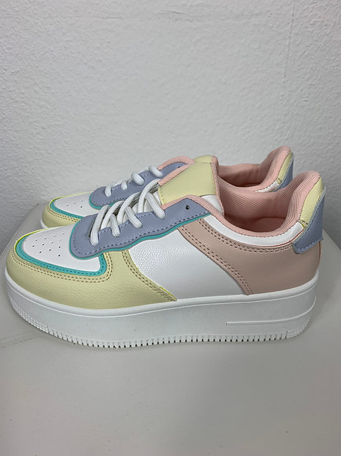 Sneaker in Pastellfarben