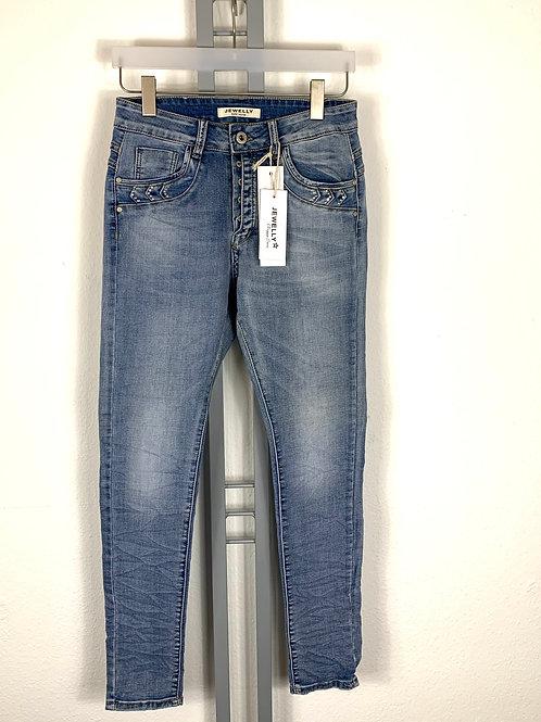 Helle Jeans mit dezenter Strassapplikation Jewelly