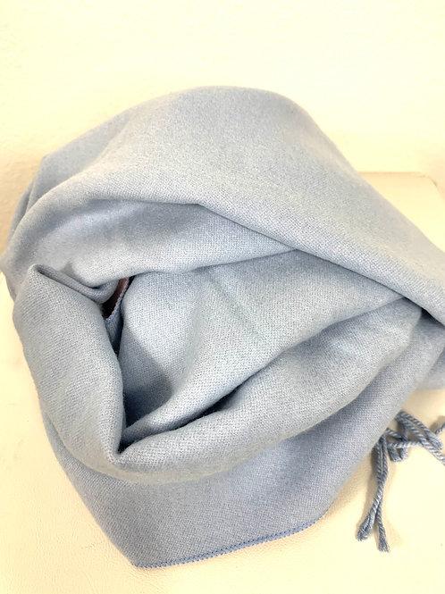 Kuscheliger Schal in Hellblau/Rosa