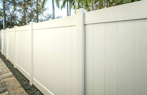 vinyl-fence-tampa-shadowbox-semi-privacy