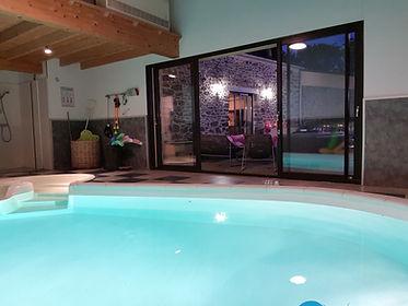 La_piscine_intérieure_du_gîte_de_Guernev