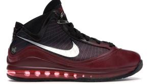 """Nike LeBron 7 vai retornar em sua colorway """"Christmas"""""""