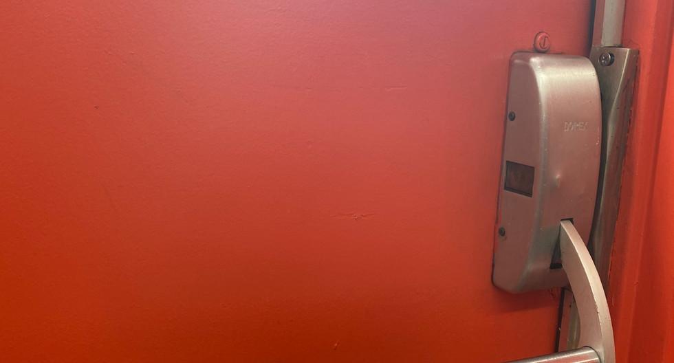 Handle door