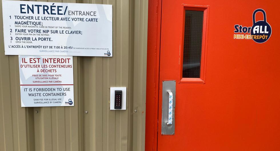 Warehouse custumers  doors acces