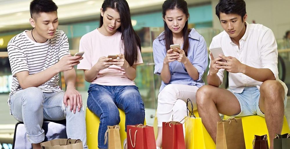 china adolescentes compras celulares telefonos comercio electronico new retail