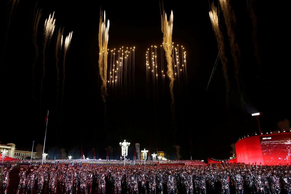 china celebracion aniversario republica comunismo 70 años desfile militar fuegos artificiales