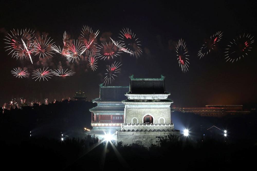 china celebracion aniversario 70 años republica comunista fuegos artificiales desfile militar fiesta nacional