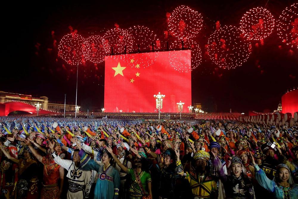 china celebreacion aniversario 70 años comunismo fuegos artificiales desfile militar