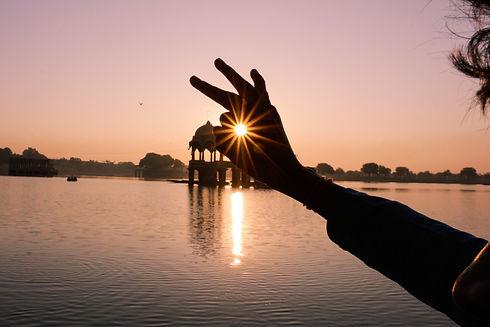 silhouette-of-hand-1721637.jpg