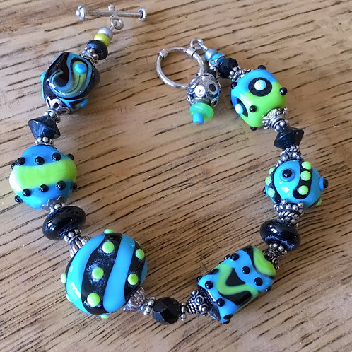 Lamp work glass bead bracelet by artist Connie Parkinson