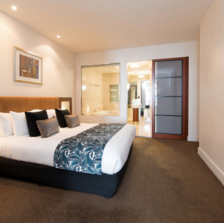peppers-waymouth-hotel-deluxe-spa-suite1.jpg