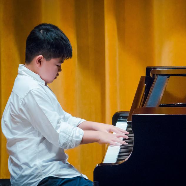 Harold performing