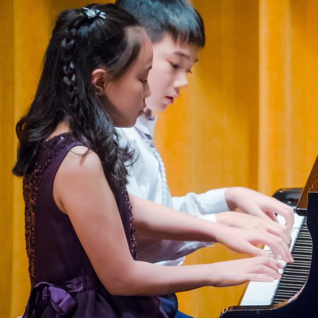 Venus & Taitai performing