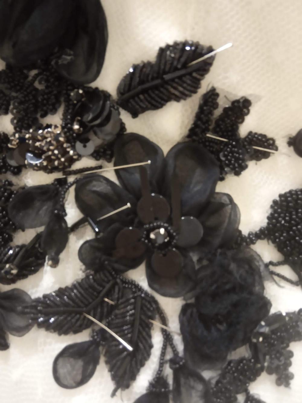 aplicaciones sobre vestidos de alta costura