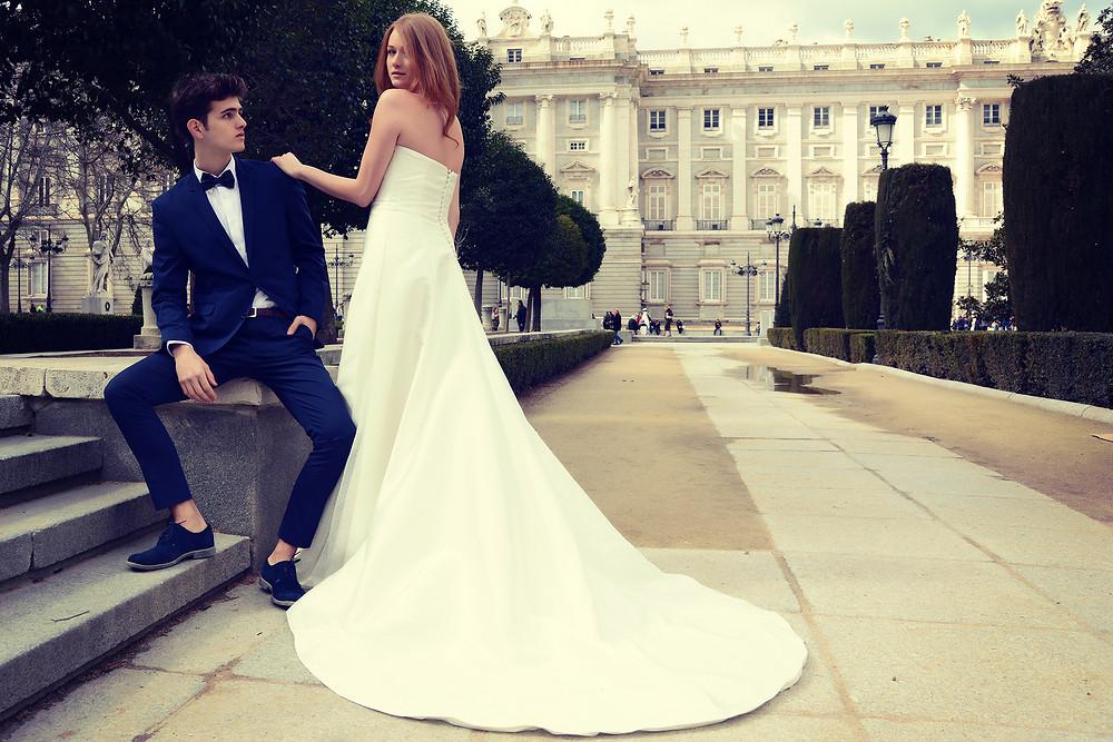 falda de novia con cola de largo medio