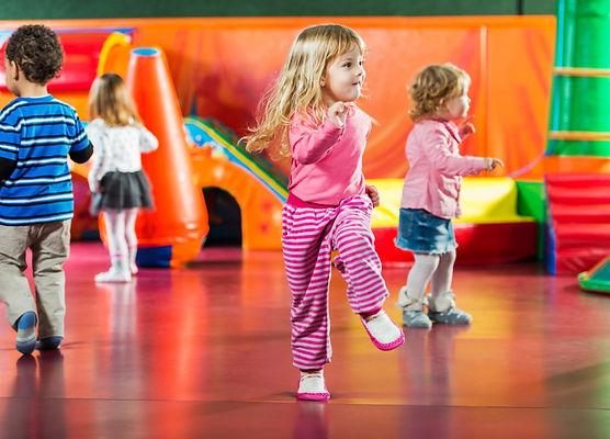 children-dancing-picture-id472124387.jpg