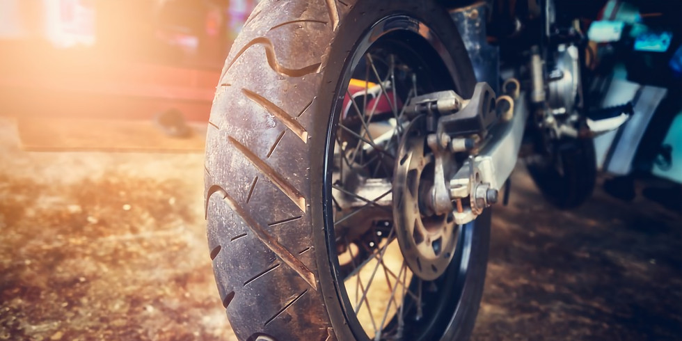 """Schulung """"Sicherheitstechnik und Reifen"""" beim Motorrad"""
