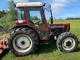 Sajab Auktioner kosten larv traktor.jpg