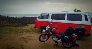 Un van, une moto