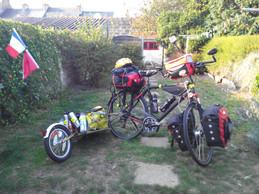 Vélo avec une remorque