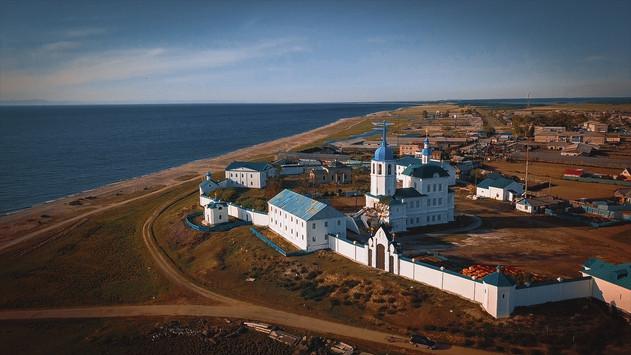 Monastère au bord du Baïkal