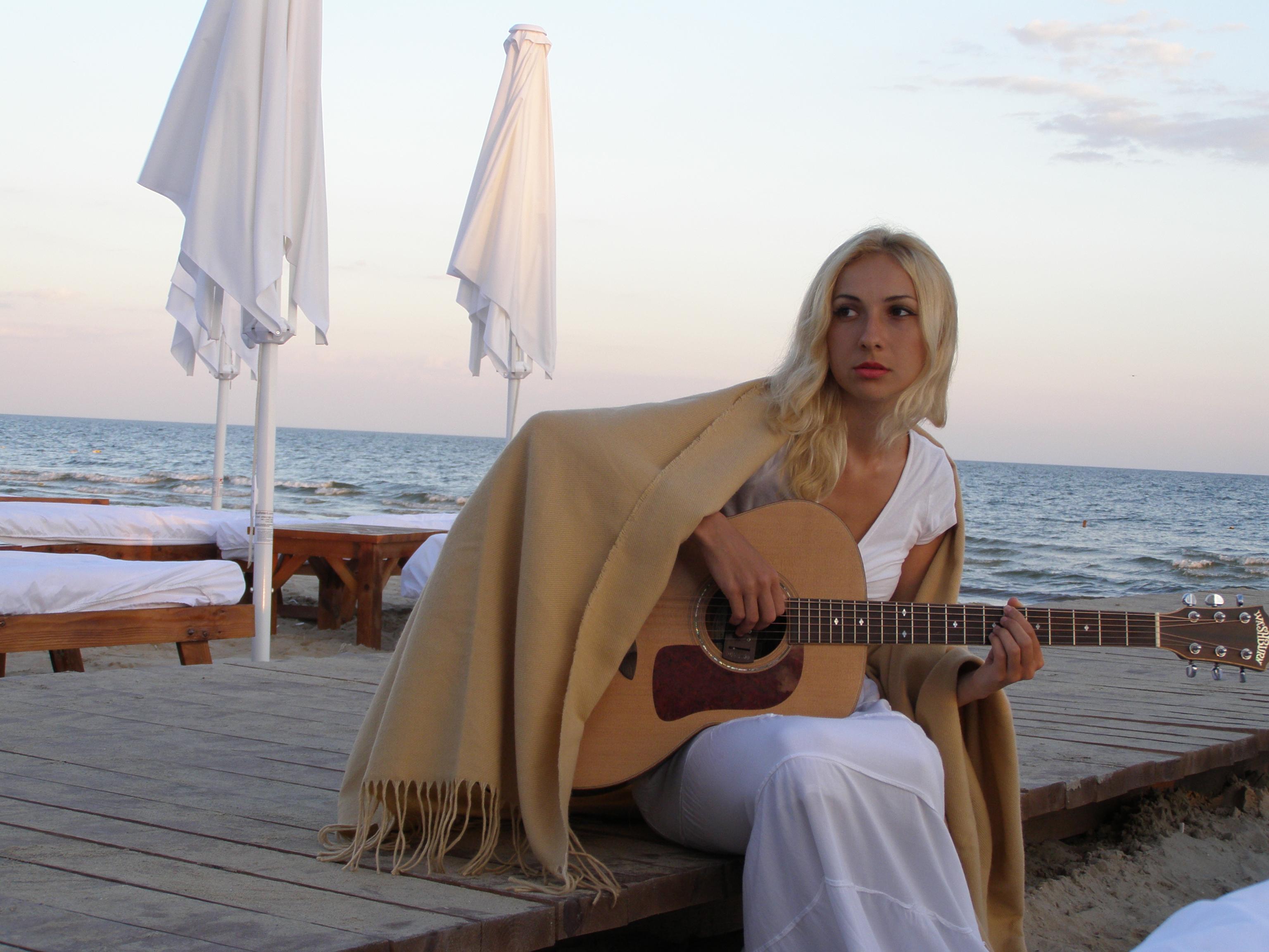 Jolene Singer Guitar
