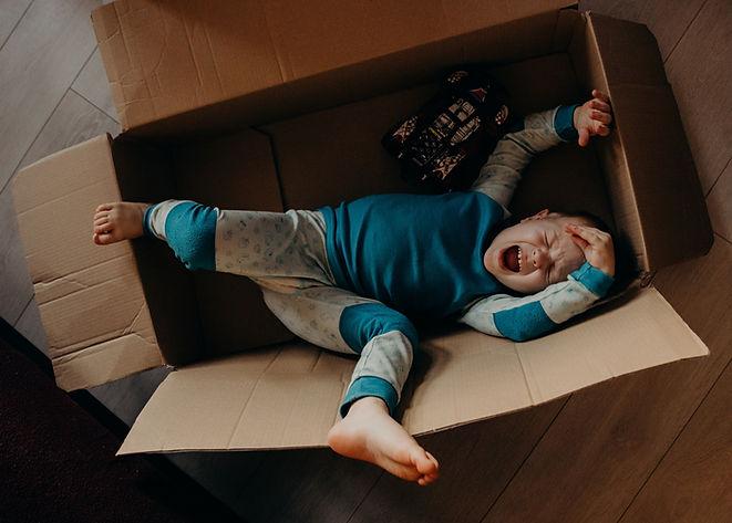 little-boy-crying-inside-a-box-3569879_e