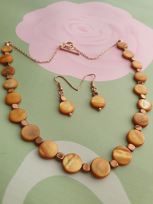 Amber colour Shell & Heamatite Necklace