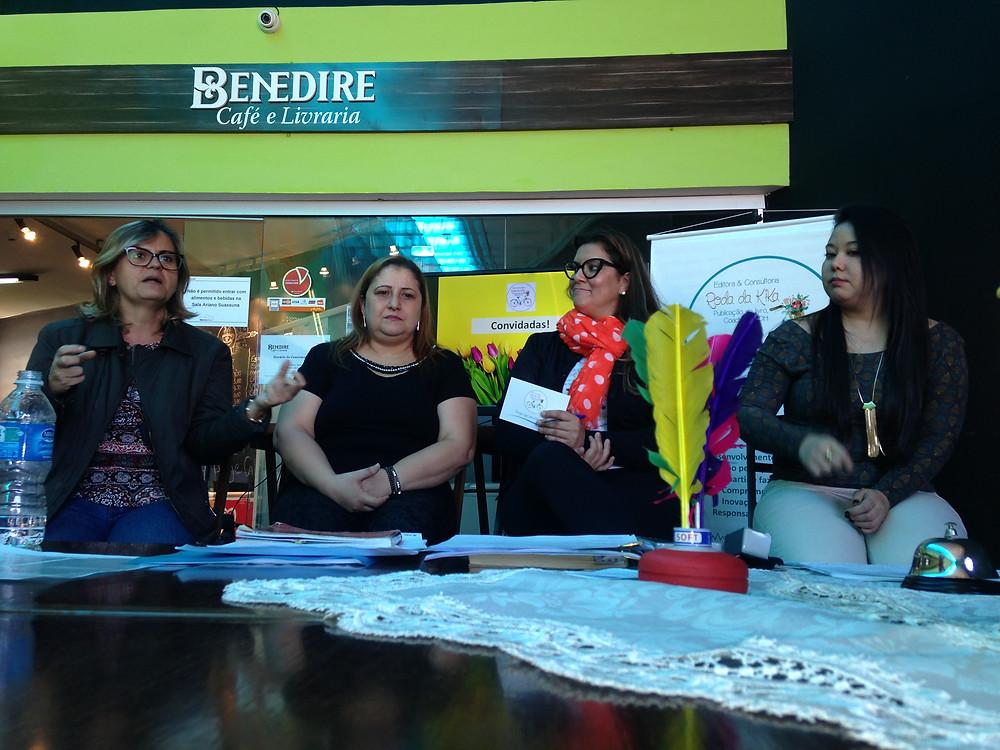 Talk show com Simone Pacheco, Renata Dias, eu e Thaís Harumi, no 1º Encontro Roda da Kika Jobs