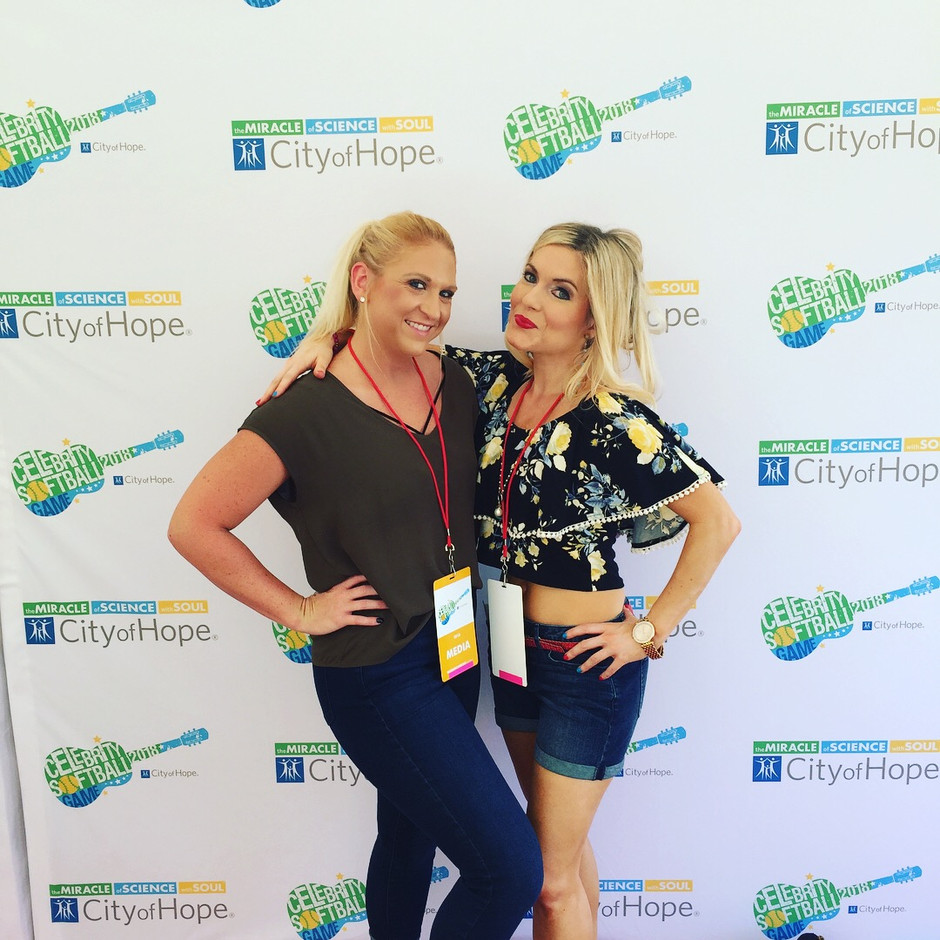 Red Hot N' Nashville's Lizzie and Melissa had the privilege to help cover media for 2018 CMAs. Both