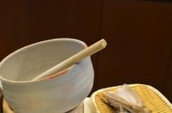鎌倉八幡宮へ向かう段蔓の前に平成8年創業いたしました