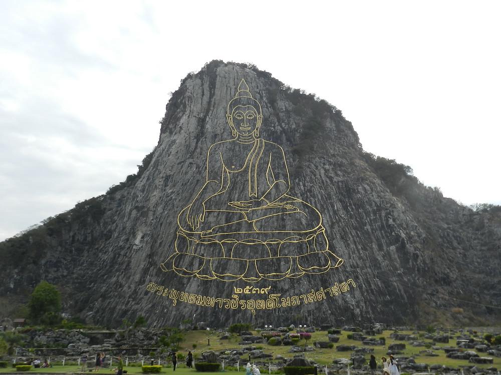 things to do in Pattaya Khao Chi Chan buddha