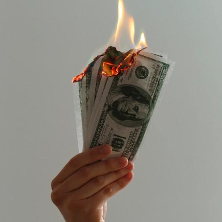 5 maneras de malgastar tu dinero a los 20s