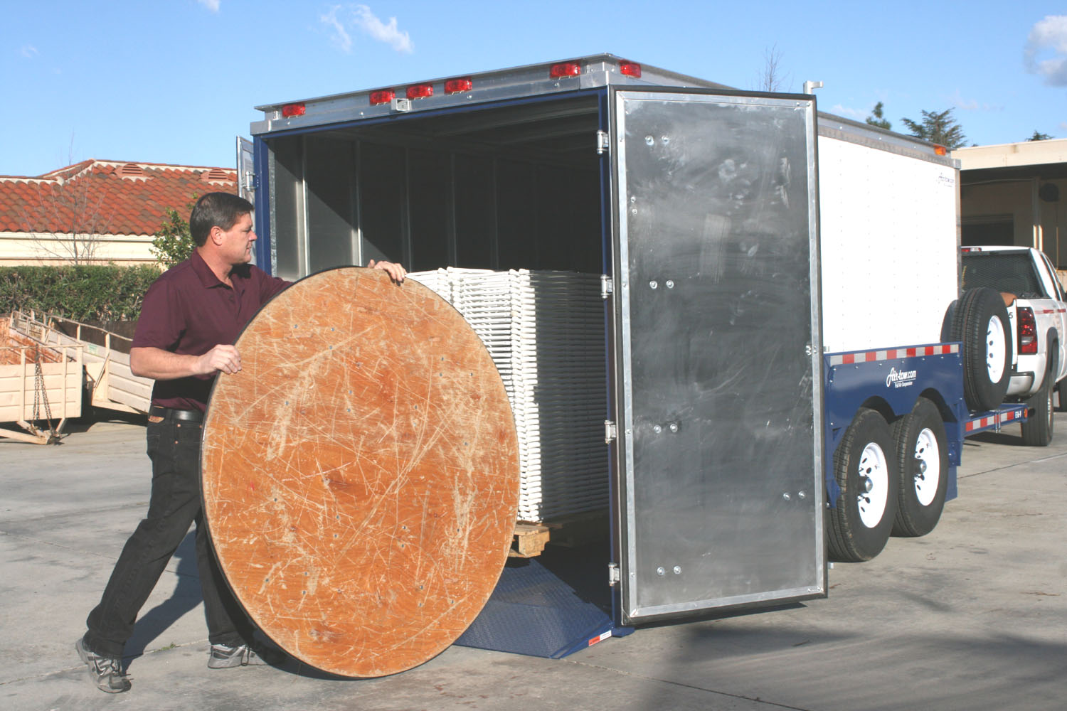 AirtowTrailers_EnclosedTable.jpg