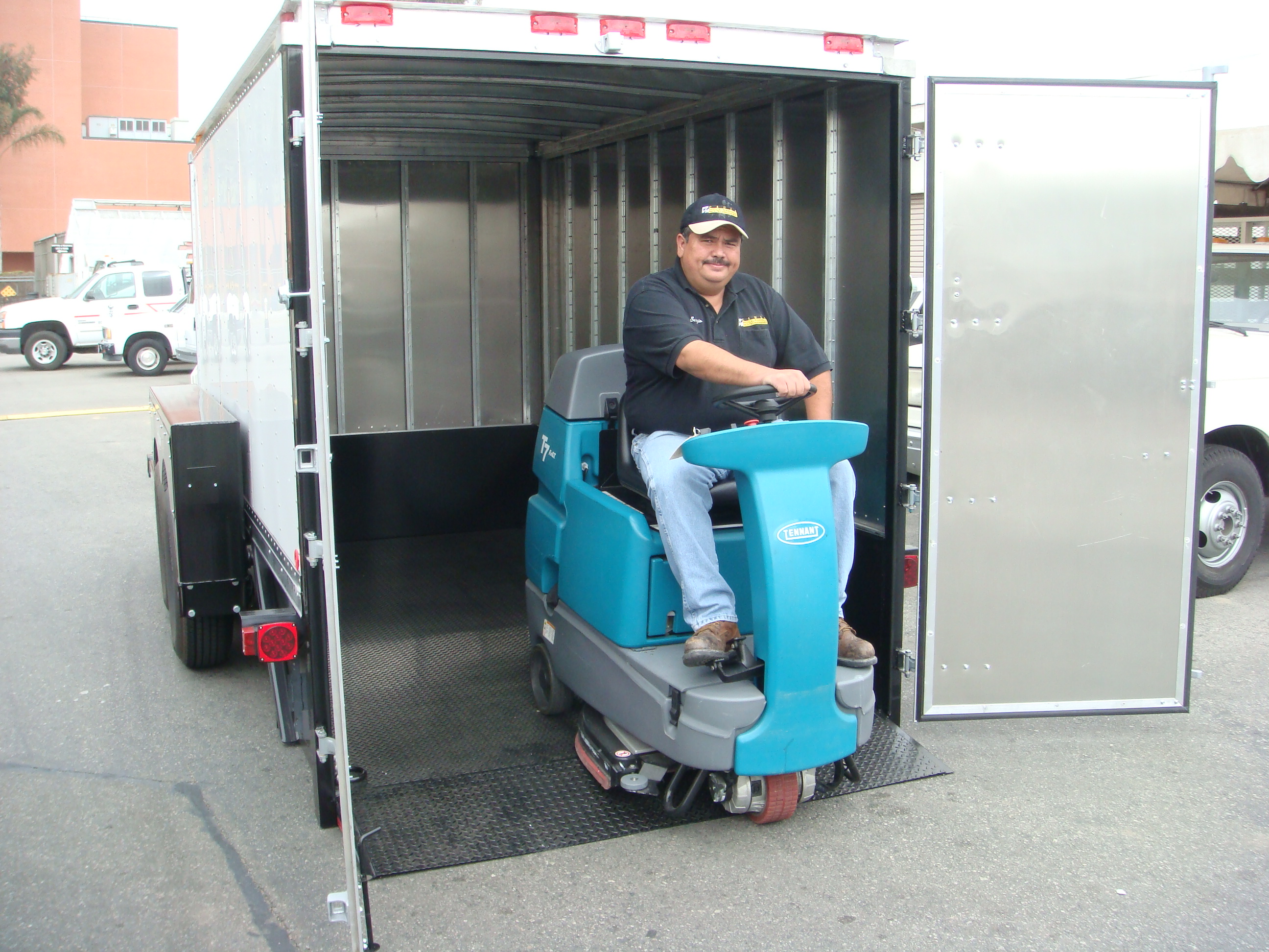 AirtowTrailers_Enclosed_Sweeper - Copy.JPG