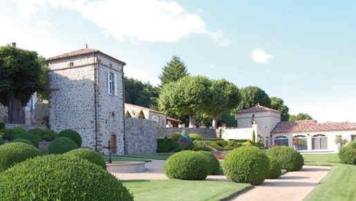 chateau-de-cachard-boffres-jardin.jpg